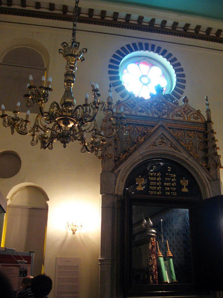 800px-Zulfaris_synagogue_jewish_museum_turkey_ehal